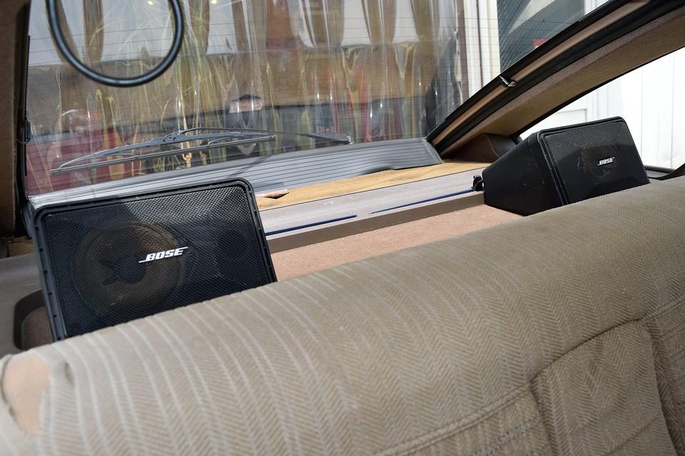 スピーカーは旧車にも良く合うBOSE製を装備!見た目も音質も☆☆☆☆☆!