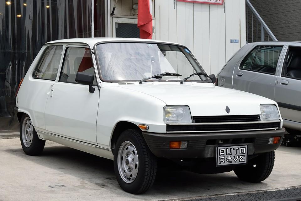 1982(昭和57)年式ルノーサンクAutomatic!通称「タテサンク」、何と右ハンドル、AT車、クーラー付き!