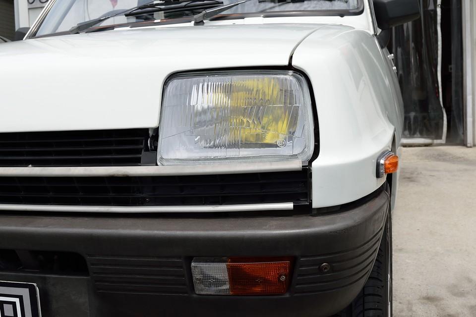 ヘッドライトも何と左右新品交換したばかり!なので、当然劣化も無くクリア~!バルブはもちろんイエローバルブ!