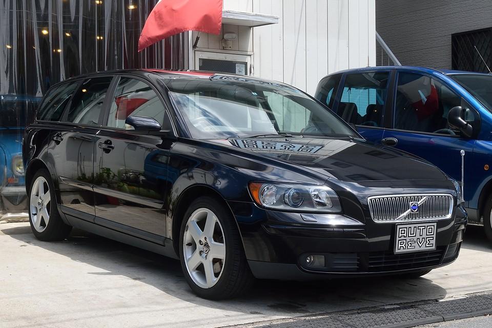 2005(平成17)年式ボルボV50 T-5!丁度いいサイズの快適ワゴン!T-5ならではのハイパワーは走りも楽しい~!