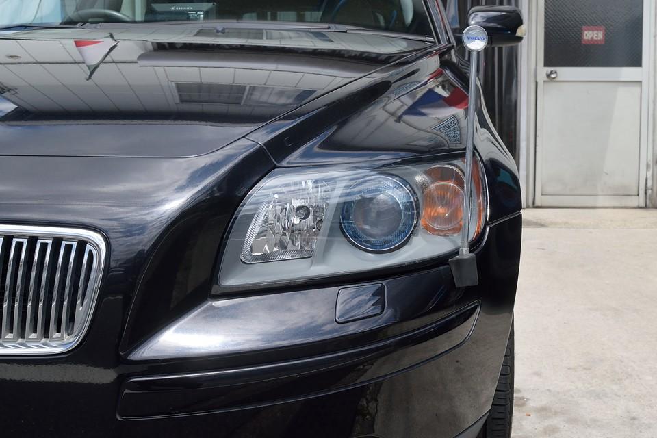 ヘッドライトはくもりも無くクリア~!純正HID装備なので、とっても明るく、夜間の運転も安心!これもひとつの安全装備と言えるかも・・・。