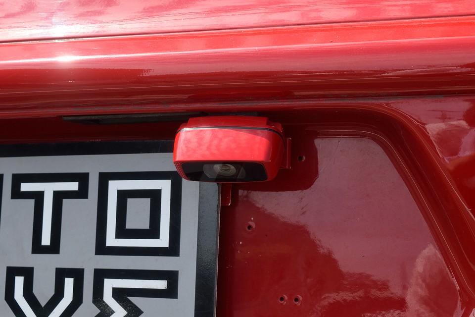 しかも、バックモニターも装備なので、狭いところでの車庫入れも安心!