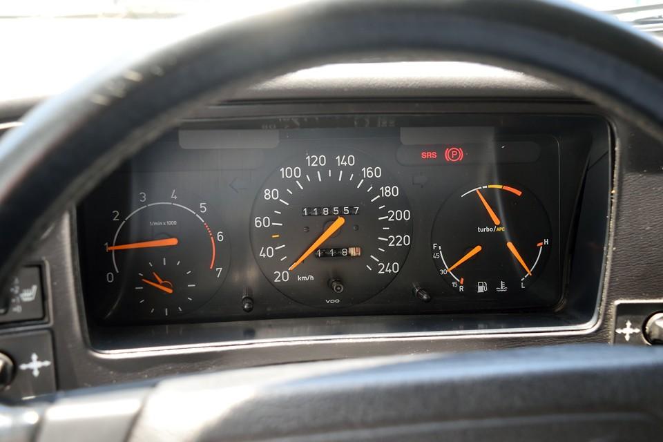 実走行11.9万kmですが、ボディはガッチリ!さすがサーブ!