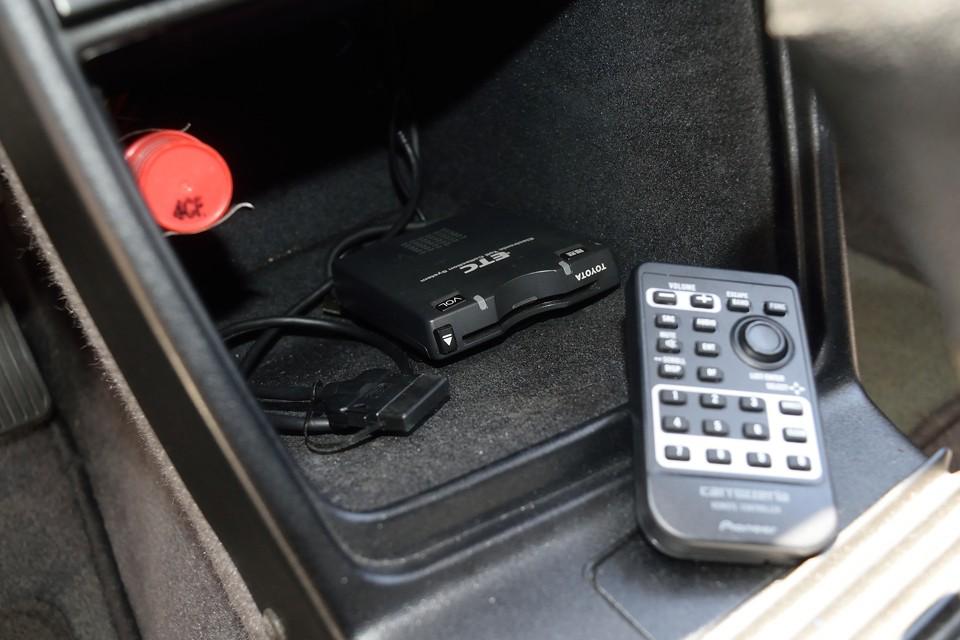 ここにiPod接続ケーブルあります。ETCももちろん装備!オーディオのリモコンも付属します。
