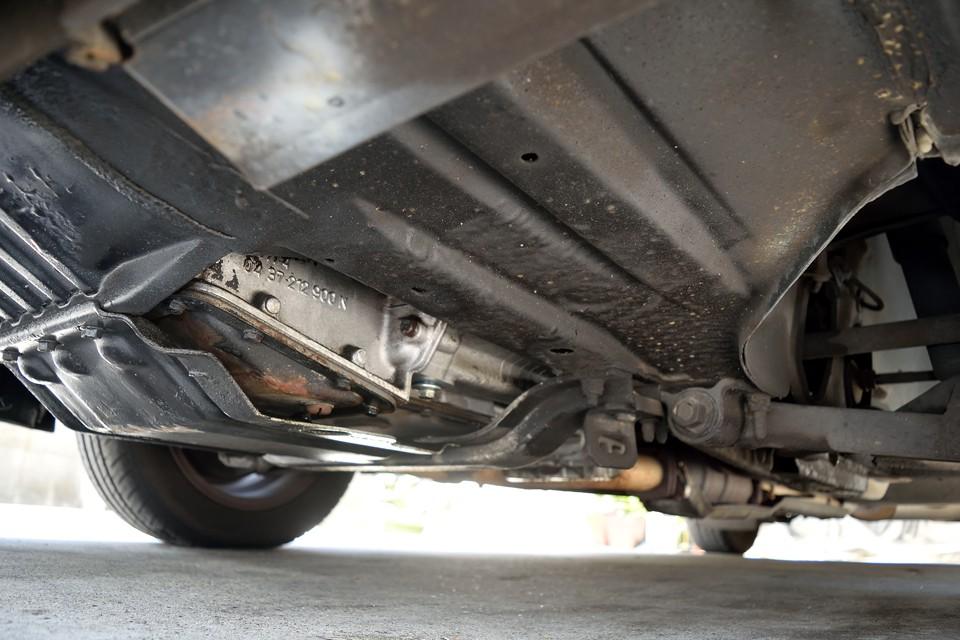 エンジン下面。オイル滲み、漏れが無いのがお判りいただけるかと・・・。