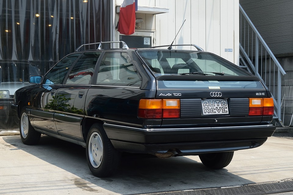 工業製品としての評価は高いドイツ車ですが、この時代は、それに加えて「人にやさしい」デザインも合わせ持っていると思います。