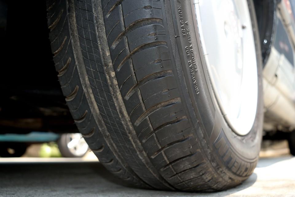 タイヤは6~7分山といったところでしょうか。当分交換の必要はなさそうです。