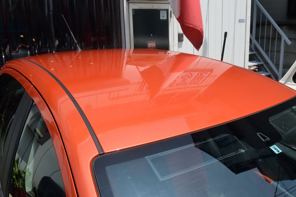 塗装が一番傷みやすいルーフも◎!きれいなオレンジに、色褪せは似合いませんからね。