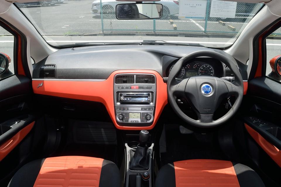 「楽しいドライブ!」の要素の中でも、インテリアデザインはかなり重要だなぁと、これを見ると改めて思います。