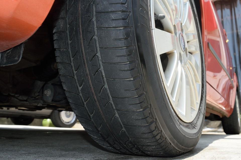 タイヤは5分山というところでしょうか。しばらく交換の必要はないですね。