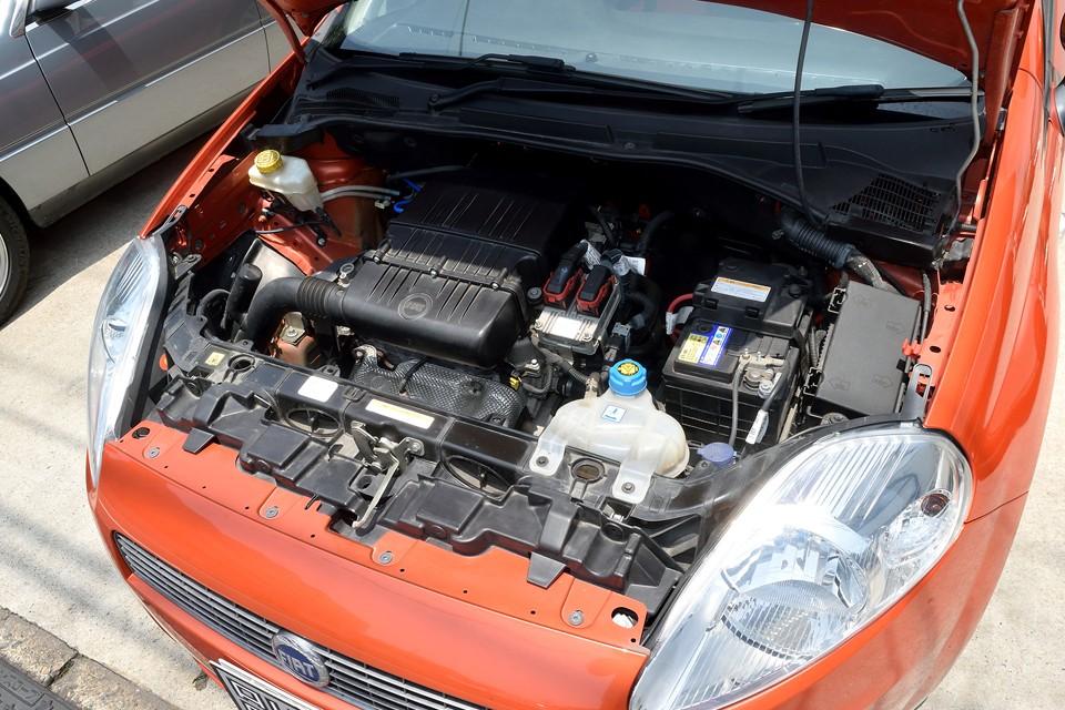 小排気量のエンジンを造らせたら、やっぱりフィアットはうまいですねぇ。気持ち良く回るエンジンはフィアットの伝統です。