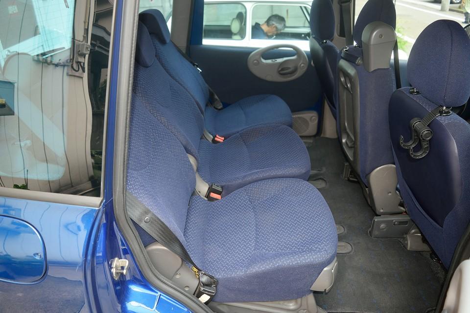 前席ほどではないですが、後席にも少し汚れがあります。クリーニングでキレイになりそうです。
