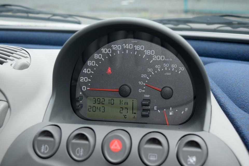 実走行3.9万km!あるんですねぇ~こんな個体が!走行距離は少ないとは言っても、それなりに年月は経過しているので、気になるタイミングベルト&ウォーターポンプは一式交換してのお渡しです!もちろん費用は車体価格込み!