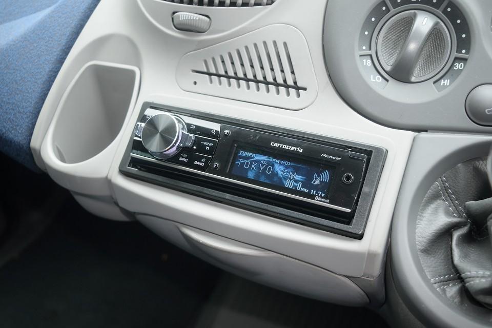 オーディオはカロ製DEH-970!外部入力はもちろんbluetooth対応なのでiPhoneなんかも接続OK!
