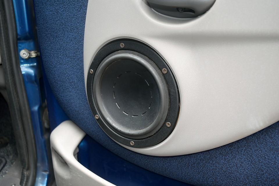 折角の高機能、高音質オーディオなのでスピーカーも大出力の社外品に交換済み!