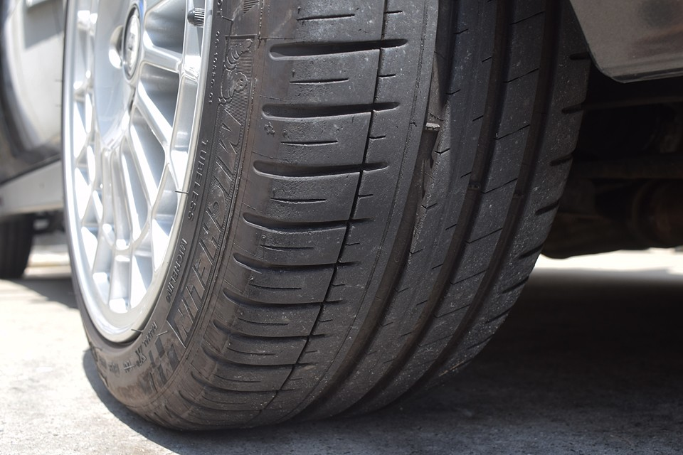 タイヤは8分山というところでしょうか。当分交換の必要はなさそうです。