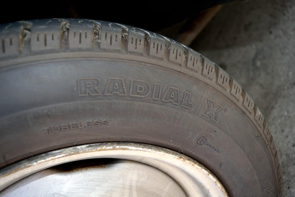 フロントタイヤは貴重なミシュランラジアルX!ですが・・・かなり古そうなので新品国産タイヤに交換させていただきま~す!
