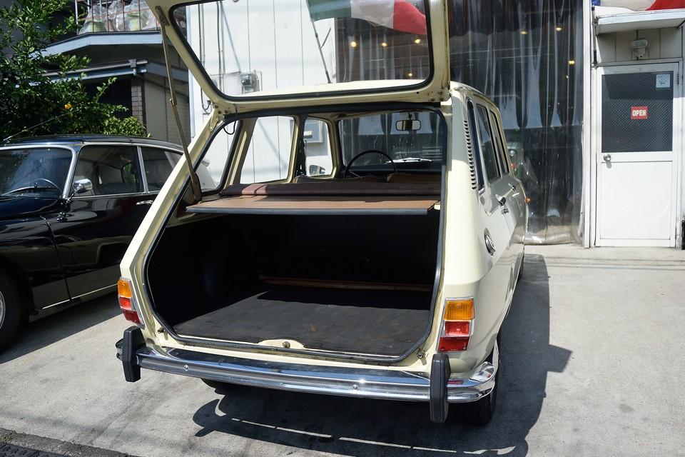 荷室の広さは、さすがですねぇ。こう言った実用部分を外さないのがフランス車!