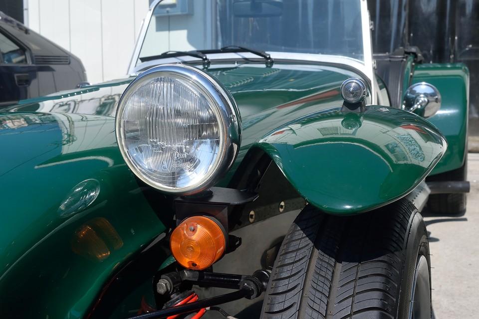 当然の事ながら屋内車庫保管だったそうなので、ヘッドライトやレンズ類に劣化はほとんど見受けられません!