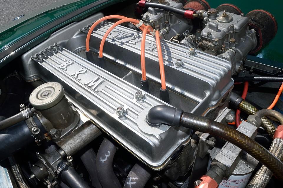 よりパワーのあるBDR(コスワース)エンジンもひとつのスタイルですが、セブンのルーツとも言えるロータスツインカムヘッド+ハイカム+1700ccトールブロックエンジンはかなりエンスー度の高いスタイルではないかと・・・。
