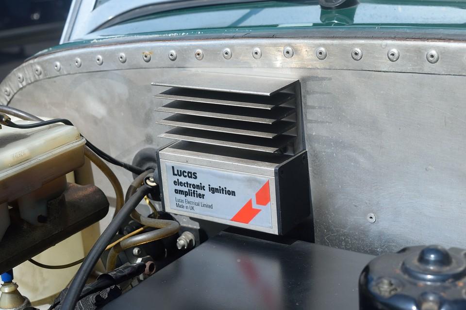 点火系はフルトラ仕様ではなく、ルーカス製のイグニッションアンプです。