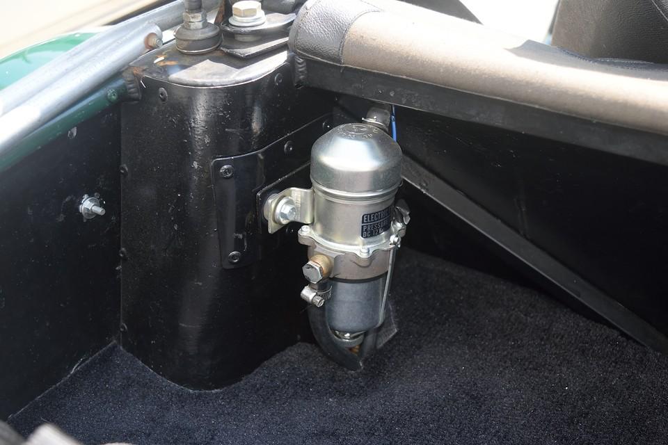 もはや定番の電磁ポンプ装着で燃料系も信頼性大幅UP!