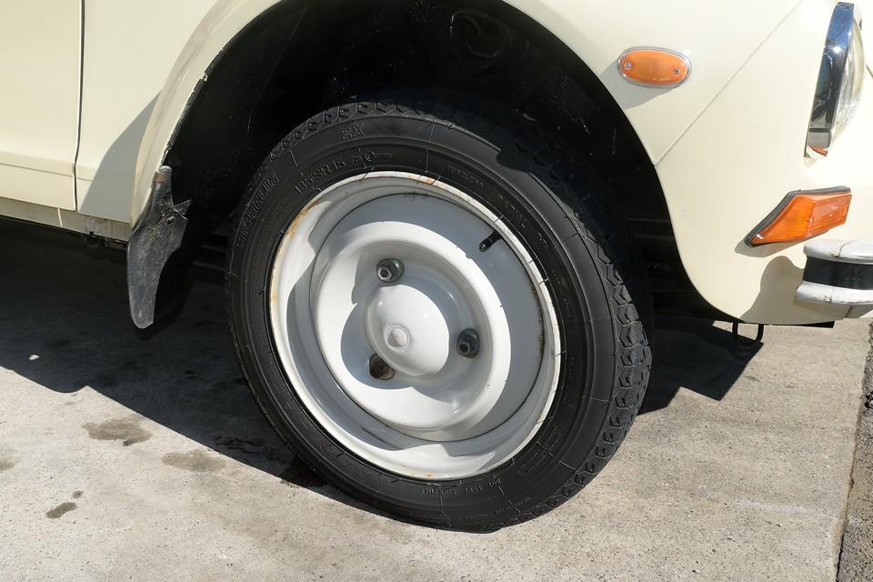 タイヤは貴重なミシュランZX!交換されてから間もないとのことで、ヒビも無く、山もタップリ!