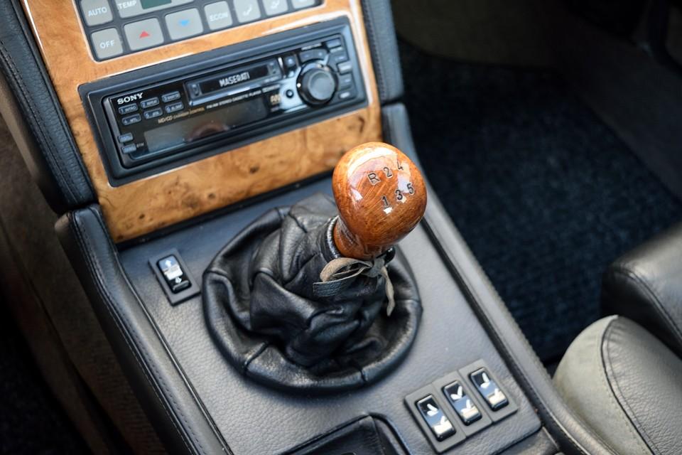 ATがほとんどのビトルボ系セダンですが、これは希少なMT車!ドライビングプレジャーはもちろん、AT故障のリスクからも解放される?!