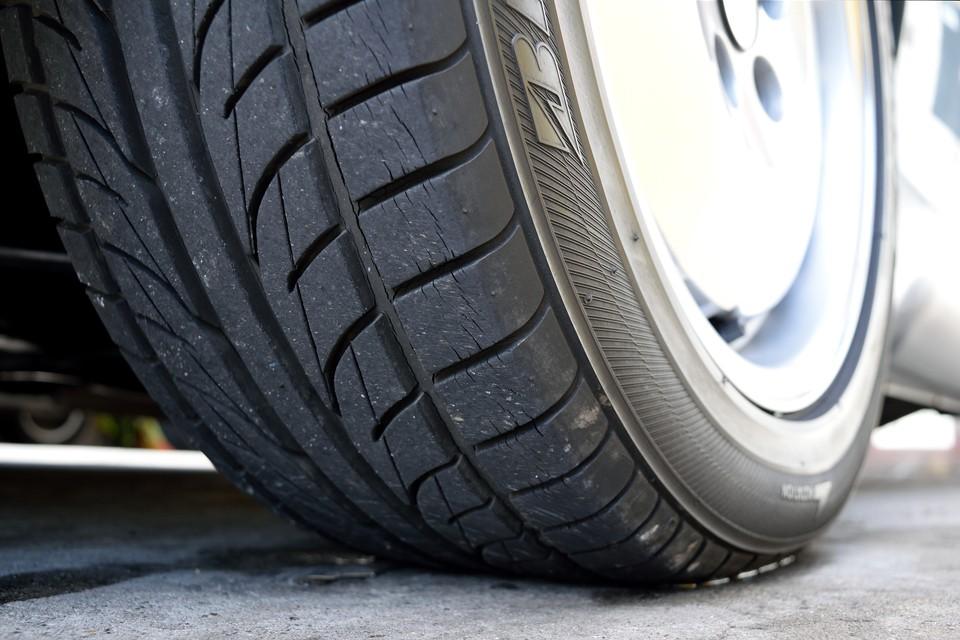タイヤの残溝も7~8分山といったところでしょうか。当分交換の必要はなさそうです。