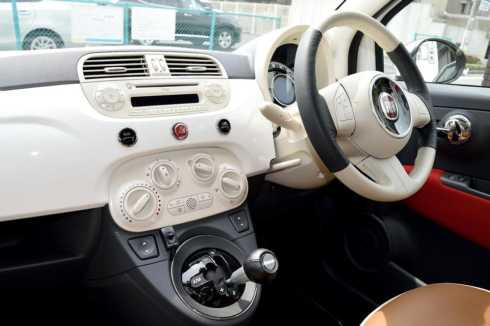 丸を基調にしたデザインは国産車にもありますが、どういうわけかチャチな感じがするのは私だけ?こんな、しっとりと落ち着いた雰囲気が出せるのです!イタリア~ン!トレビア~ン!