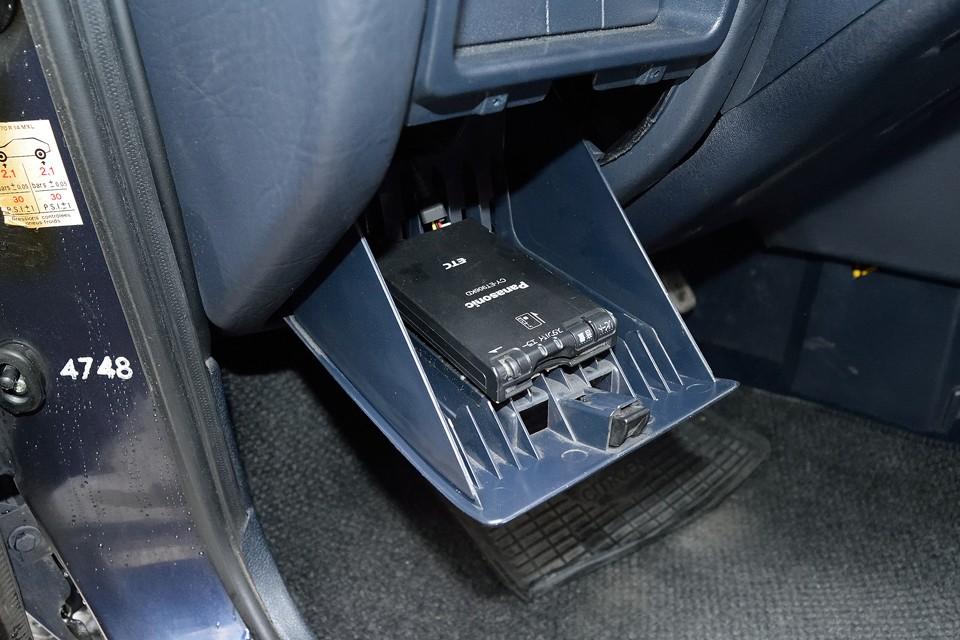 もちろんETCも装備!左ハンドルのMT車にはもはや必需品なのです!