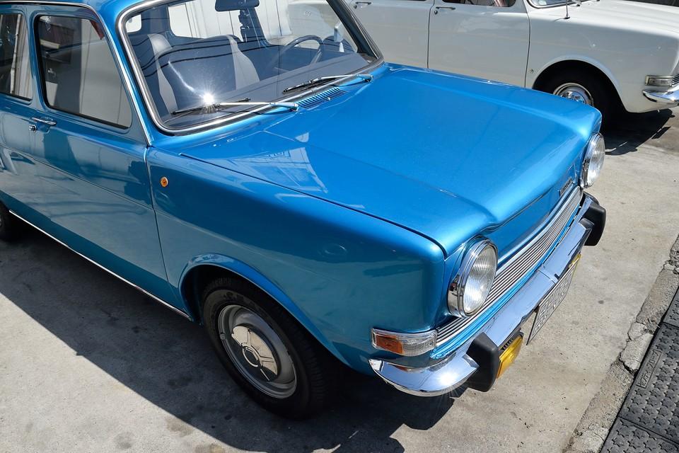 これぞフレンチブルー!と言える美しいブルーです。フランス車はやっぱりブルーが似合いますねぇ。