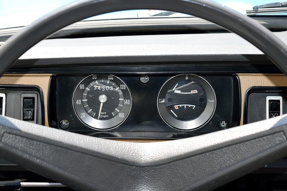 見間違い様の無いシンプルなメーター!走行距離は年式や車両状態から見て13.4万kmだと思いますが、5桁メーターのため不明とさせていただきました。