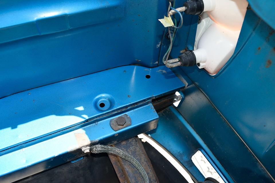エンジンルームの床面。錆びやすいところだと思うのですが・・・すんばらすぃ~!