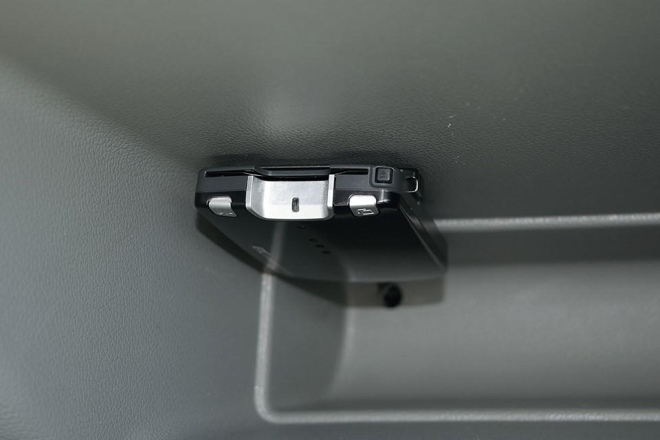 グローブボックス内にETCも装備!右ハンドルのしかもマニュアル車には必須ですよね。