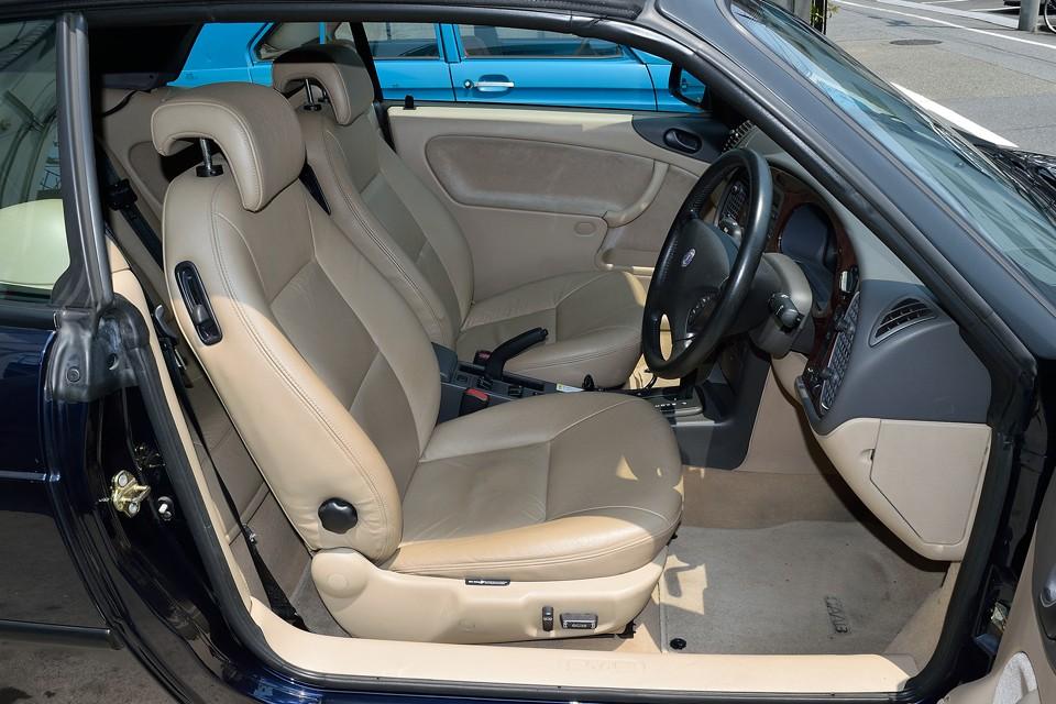 運転席はどうしても若干の使用感はありますが、目立つ汚れ、スレ、破れはありません!他シートはかなり良い状態です!