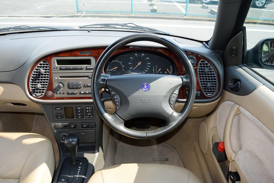 リラックス効果さえ感じるデザインは、ドライバーに冷静で確実な判断をさせるための安全装備?!とも言えるかと・・・。