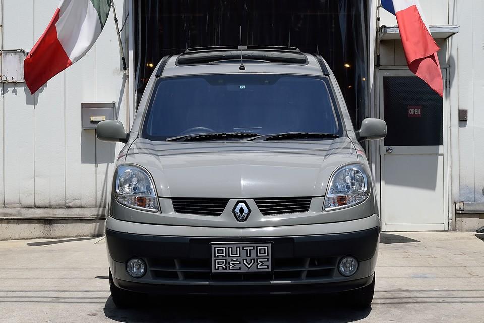 車両自体はディーラー物の右ハンドル、ATですから、カングーの使いやすさや便利さはそのままで、他と違うスペシャルなカングーをお探しの方にはピッタリ!