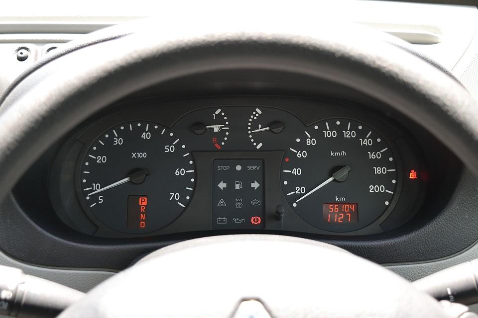 実走行5.6万km!気になるタイミングベルト&ウォーターポンプは46,902km時に交換済!その後、走行1.0万kmですから当分は安心ですね。それから平成26年5月にオルタネータ交換記録有り!比較的高額部品ですから、これはうれしい~!