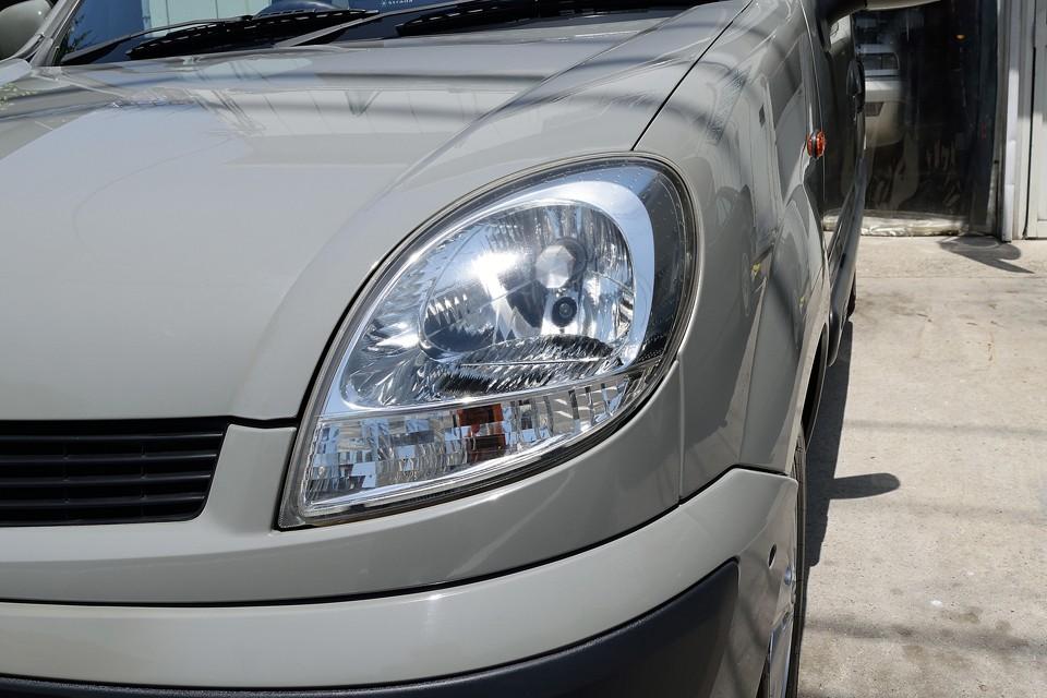 ヘッドライトは上半分が若干くもり気味ですが、納車整備内で磨かせていただきますので、ご安心くださいませ~!