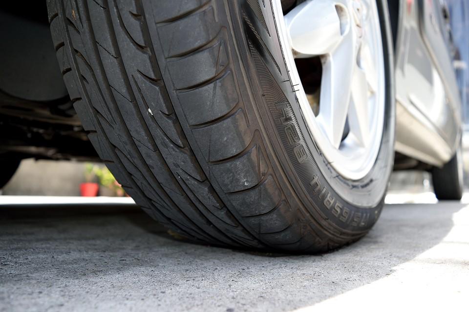 タイヤはダンロップ・ルマン4を装着!吸音スポンジ搭載でロードノイズの少ないコンフォートタイヤ!残溝も7分山というところでしょうか。当分交換の必要はないですね。