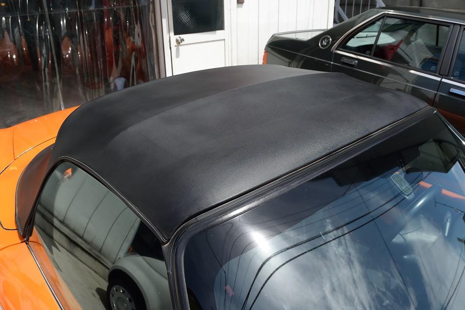 オープンカーでは肝心の幌もご覧の状態!もちろん劣化はありますが、目立つ汚れや損傷はありませ~ん!