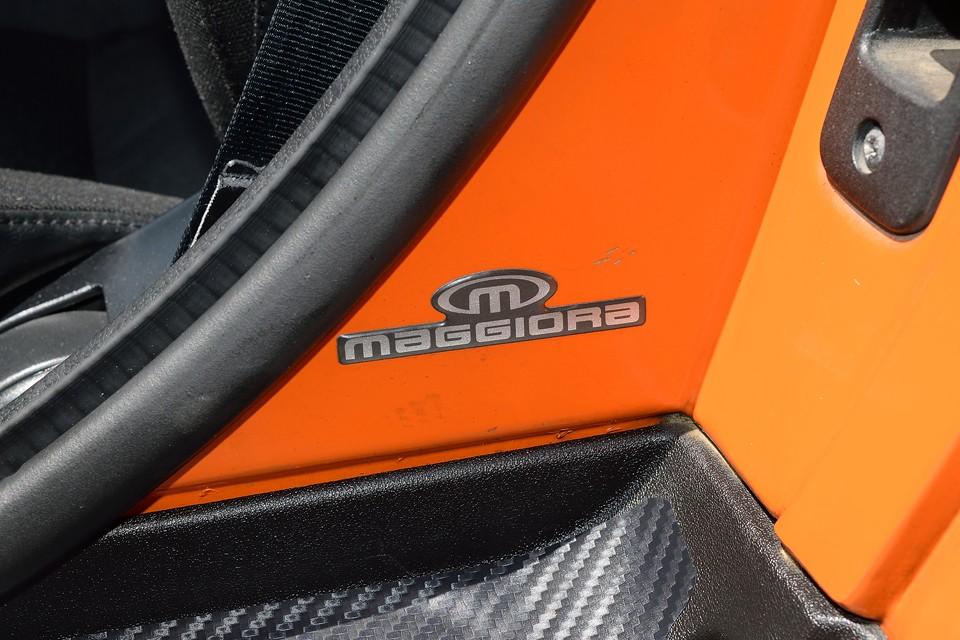 設計はフィアット、生産はCarrozzeria Maggiora(カロッツェリアマッジョーラ)が担当したバルケッタ。 Maggioraは他にあのランチアHFインテグラーレやマセラッティミストラル、更にデトマソパンテーラやランチアカッパなんかも生産していた実力派カロッツェリア!