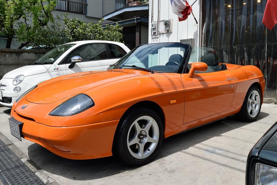 やはりオープンカーはオープンにした時のシルエットが肝!この時代に造られた2シーターオープンの中では、文句なく美しさ№1!