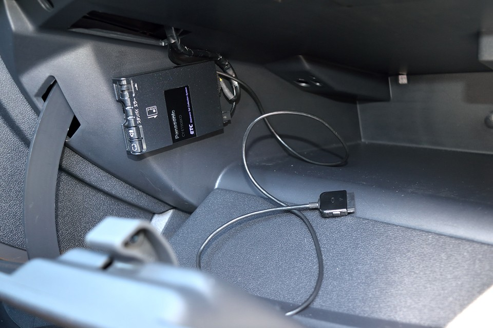 グローブボックス内にETCを装備!iPod接続端子もあります。