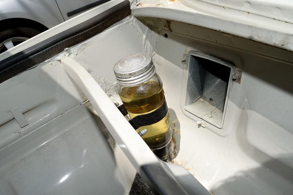 この時代に良くあるガラス製のブレーキオイルタンク!オリーブオイルが入っていた方がしっくりするんですけどぉ~!