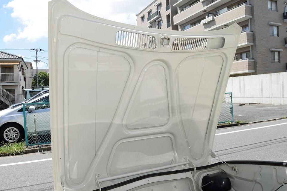 トランクフード裏もこの状態!塗装したてって思うくらいキレイな状態です!