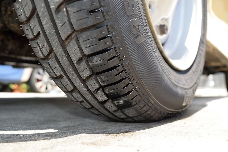 タイヤはまだ新しいもののようです。8~9分山というところでしょうか。当分交換の必要はなさそうです。
