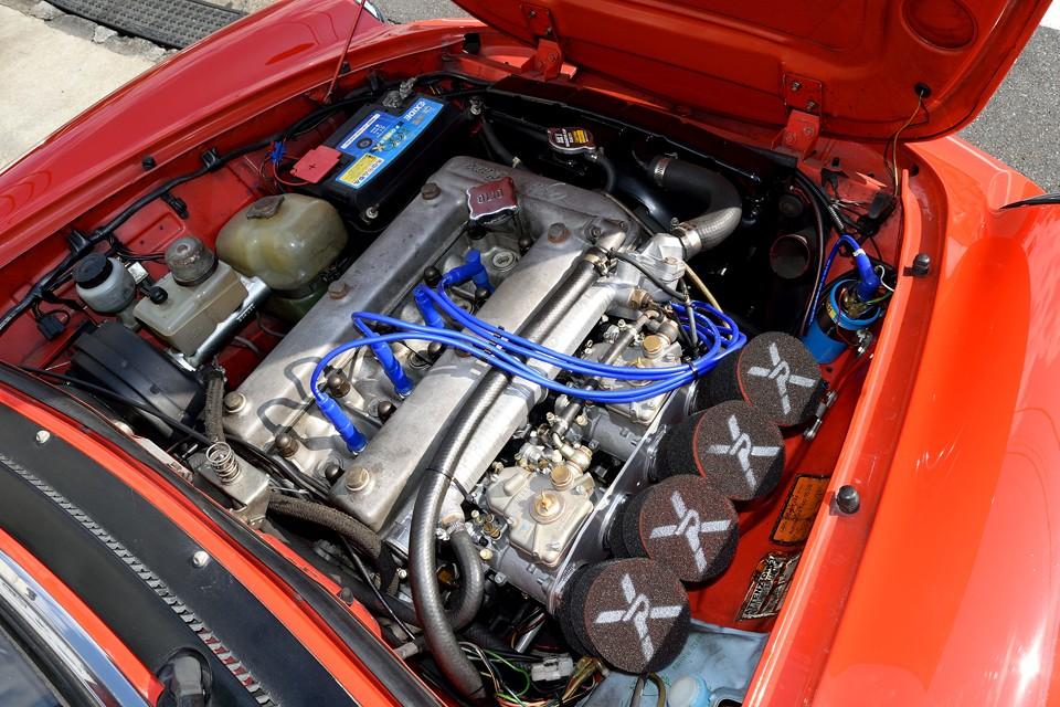 エンジンタイプ00515と呼ばれる直列4気筒DOHC、1962ccエンジンは、最大出力128ps/5400rpmを発生!車重が1040kgなので、ロードスターなんかとほぼ同性能!36年前のクルマとしては驚異的とも言えるのでは?!