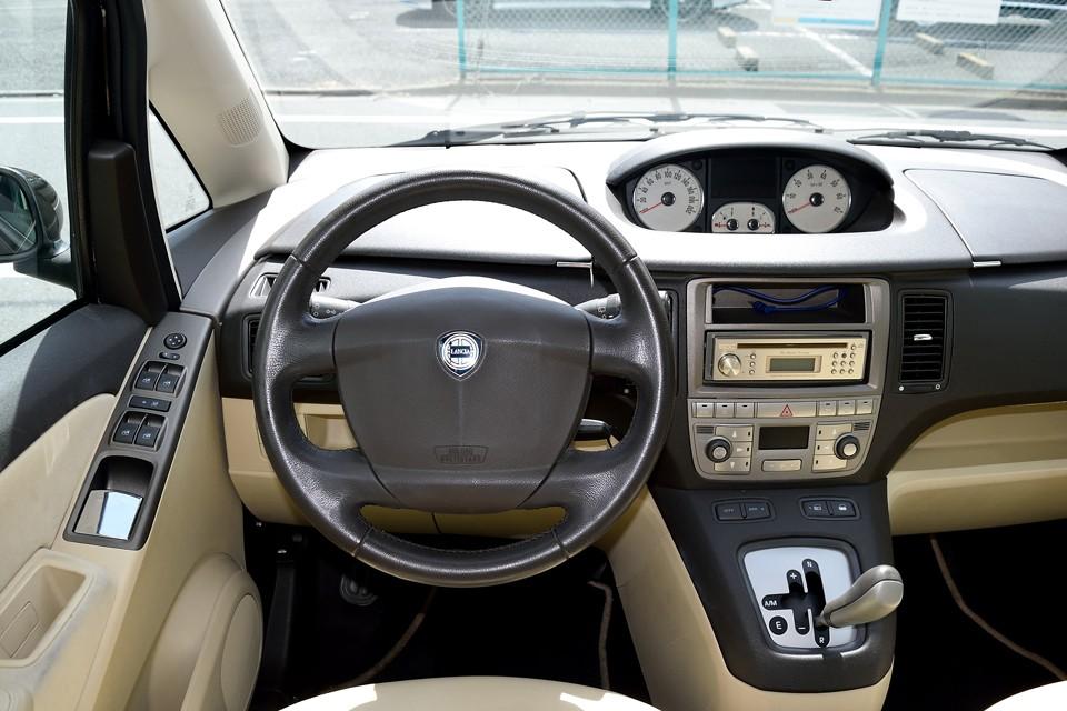 ドライビングカーではないはずですが、慣れると誠に小気味よいD.F.N(Dolce Far Niente  = 何もしなくても良い甘美さ)と、ストレス無く回るエンジンのおかげで、しっかりとドライビングプレジャーを演出!さすがイタリア車!「走り」は外さないのです!